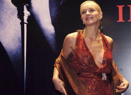 Sharon Stone exuberante na pré-estréia de