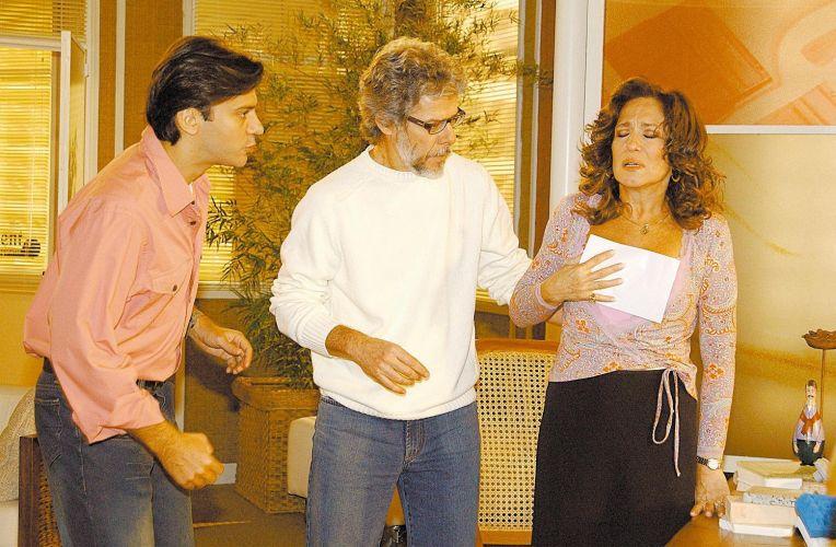 Os atores Leonardo Vieira, José Mayer e Susana Viera durante gravação da novela