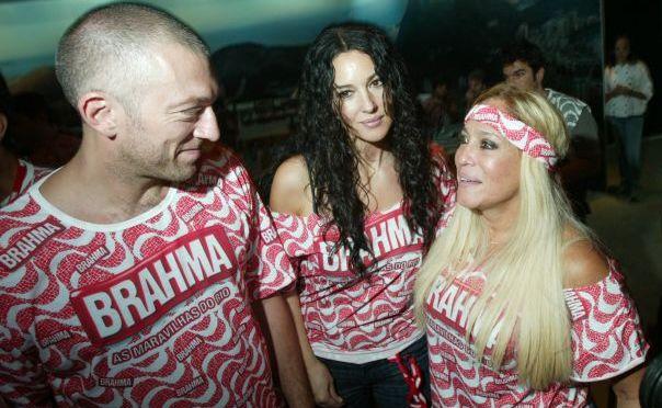 Os atores Vincent Cassel, Monica Bellucci e Susana Vieira conversam no camarote da Brahma durante desfile das escolas de samba na Marquês de Sapucaí, no Rio de Janeiro (3/2/2008)