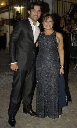 Sandro Pedroso e a atriz Suzana Vieira no casamento do jogador Alexandre Pato com a atriz Sthefany Brito, na igreja São Francisco de Paula, no Rio de Janeiro (7/7/2009)