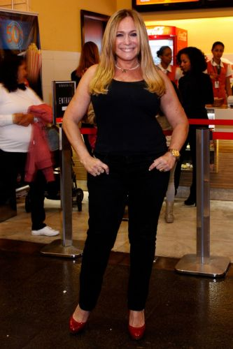 Susana Vieira posa na inauguração da sala 3D do Cine Fashion Mall, no Rio de Janeiro (19/7/2010)