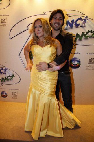 A atriz Susana Vieira e o namorado, Sandro Pedroso, prestigiam a 25ª Edição do