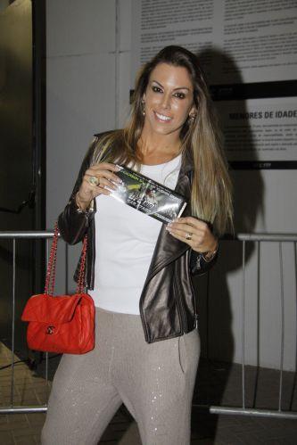 A ex-Feiticeira Joana Prado é casada com Vítor Belfort, atleta do UFC, mas ele não está relacionado para as lutas do evento carioca (27/8/11)