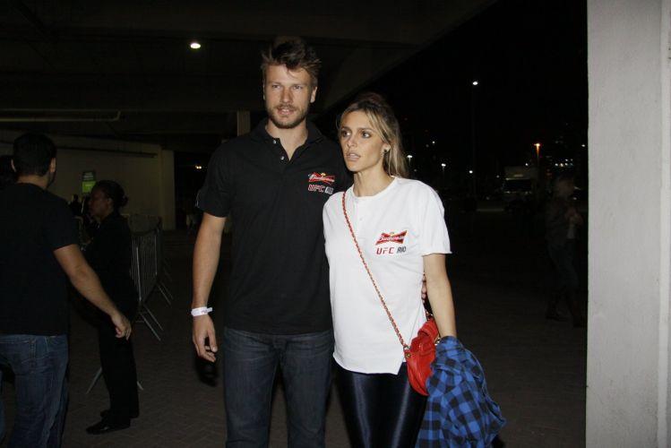 O casal Rodrigo Hilbert e Fernanda Lima vieram ver os combates do UFC Rio, torneio internacional de MMA (27/8/11)