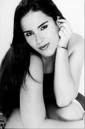 Wanessa Camargo na foto de divulgação de seu primeiro álbum, lançado em 2000, quando ela tinha 17 anos (14/08/2000)