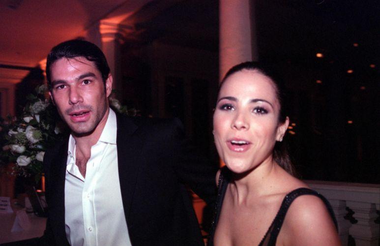O empresário Marcos Buaiz e Wanessa Camargo assumem o namoro em 2005 (31/8/2005)