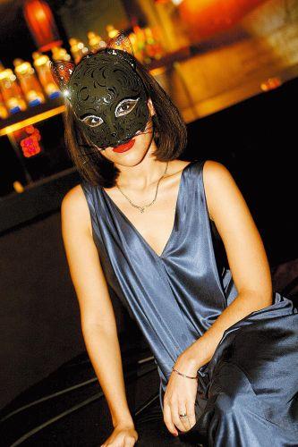 Wanessa comemora seu aniversário de 25 anos com festa de máscaras, em São Paulo. A cantora usa um vestido Dior e uma máscara comprada em Veneza (13/12/2007)