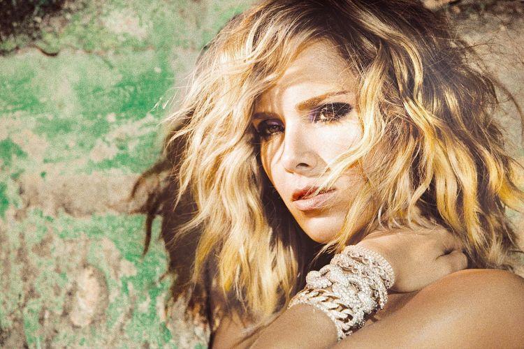 Wanessa Camargo mostra novo estilo e cabelo para o lançamento de seu último disco,