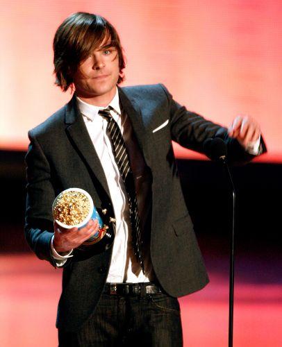 Zac Efron ganha o prêmio de Melhor Perfomance Masculina no MTV Movie Awards de 2009 (31/05/2009)