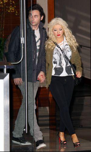 Pouco tempo depois de se divorciar do empresário musical Jordan Bratman, Christina Aguilera é fotografada com o novo affair, o assistente de produção Matthew D. Rutler em Los Angeles (21/10). De acordo com o tabloide TMZ, Rutler conheceu Aguilera durante as filmagens do filme
