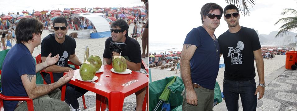 O DJ Paul Oakenfold e o modelo brasileiro Jesus Luz tomam água de coco na companhia do ator Bruno de Luca em uma praia carioca, na tarde de sábado (8). O DJ inglês se apresentou em uma festa de música eletrônica no Forte de Copacabana, na noite de sábado (8/1)