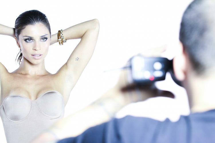 Grazi Massafera posa com lingerie tomara-que-caia e prateada para campanha publicitária. A atriz foi maquiada por Daniel Hernandez e o styling foi de Flávia Pommianoski. A campanha vai circular em diversas revistas brasileiras, durante o mês de março (4/3/)