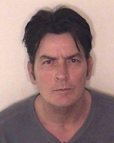 Departamento de Polícia divulga foto de Charlie Sheen, após ele ser preso em 25 de dezembro de 2009, em Aspen, Colorado. De acordo com o Departamento de Polícia de Aspen, o ator foi acusado de agressão em segundo grau (25/12/2009)