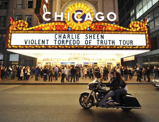 Teatro em Chicago apresenta o show de Charlie Sheen -