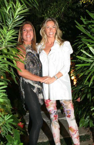 Adriana Galisteu e a empresária Lucilia Diniz, que organizou, em sua casa, uma festa de aniversário para a apresentadora (12/4/07)