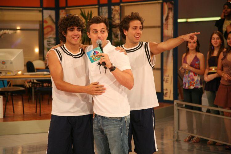 Da esquerda para a direita, Caio Castro, Luciano Huck e Rael Barja durante a final do concurso