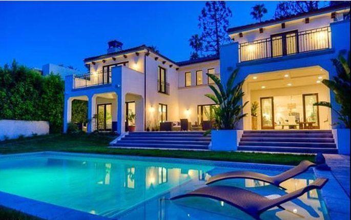 A bela piscina da mansão de Charlie Sheen, em Los Angeles, EUA (26/5/11)
