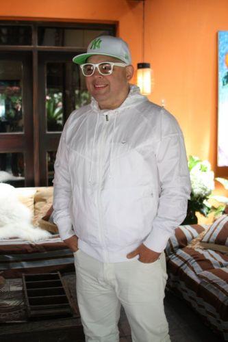 Zé Pedro chega para a festa que celebra o casamento de Adriane Galisteu e Alexandre Iódice e o batizado do filho do casal, Vittorio, em um spa de Itatiba, interior de São Paulo. O Dj é uma das atrações da festa ao lado de João Gordo e Johnny Luxo (27/11/2010)