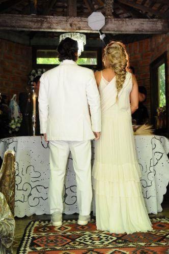 Alexandre Iódice e Adriane Galisteu recebem a benção matrimonial na Capela de Nossa Senhora das Graças, em Itatiba, interior de São Paulo, na manhã de sábado (27/11/2010)
