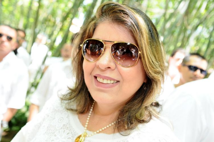 A cantora Roberta Miranda prestigia a celebração conjunta do casamento de Adriane Galisteu e Alexandre Iódice e o batizado do filho do casal, Vittorio, com três meses de idade, no sábado em Itatiba, interior de São Paulo (27/11/2010)
