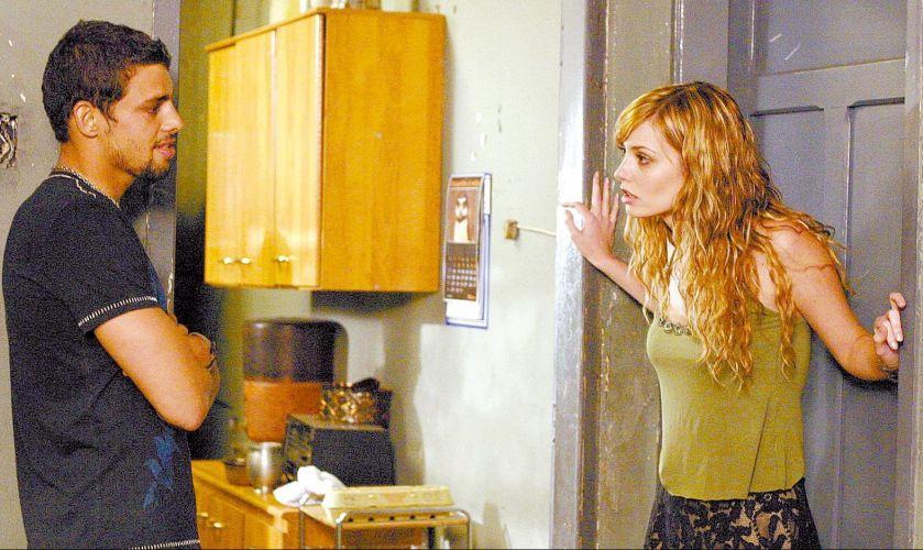 Os atores Cauã Reymond e Rosanne Holland em cena do filme