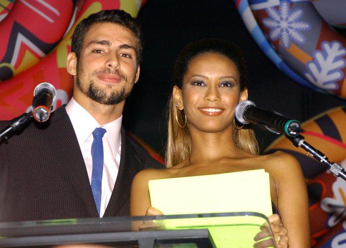 Cauã Reymond e Taís Araújo apresentam a entrega do prêmio Profissionais do Ano, em São Paulo (14/11/2006)