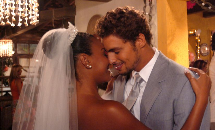 Floriano (Cauã Reymond) e Rosário (Sheron Menezes) se casam em cena da novela