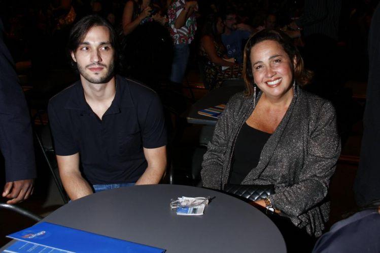 Guilherme Trajano e Claudia Jimenez na plateia do show da cantora Ana Carolina, no Citibank Hall, na zona oeste do Rio. Os dois, que tiveram um affair no passado, hoje contracenam em