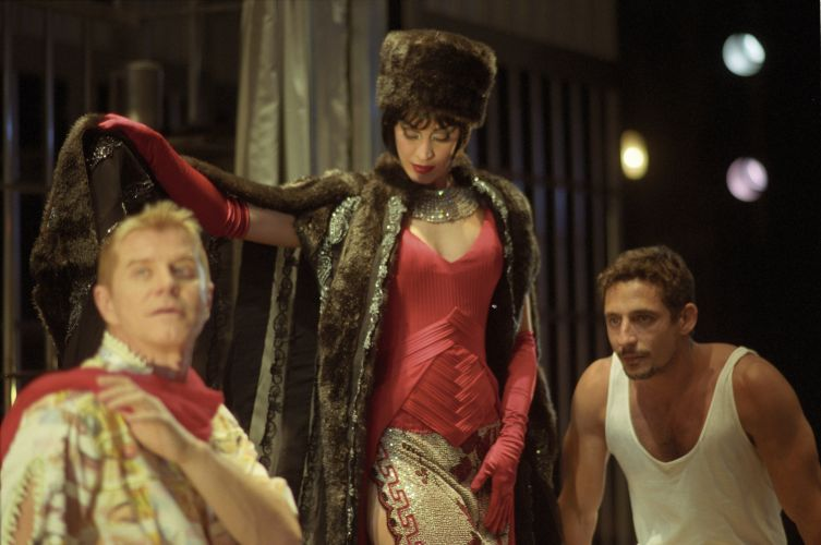 Da esquerda para a direita, Miguel Falabella, Claudia Raia e Tuca Andrada em cena do musical