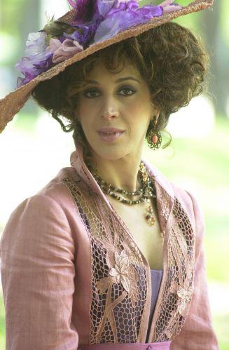Claudia Raia durante gravação da minissérie