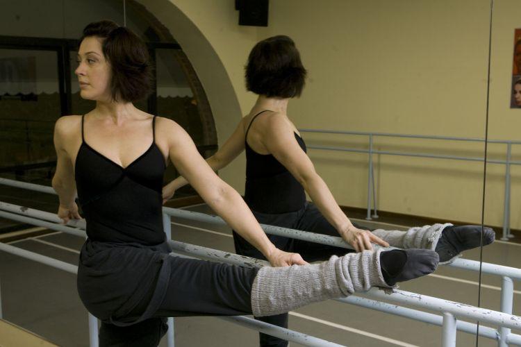 Claudia Raia durante aula de balé na academia Petit Danse, na Barra da Tijuca, zona oeste do Rio de Janeiro (23/9/08)