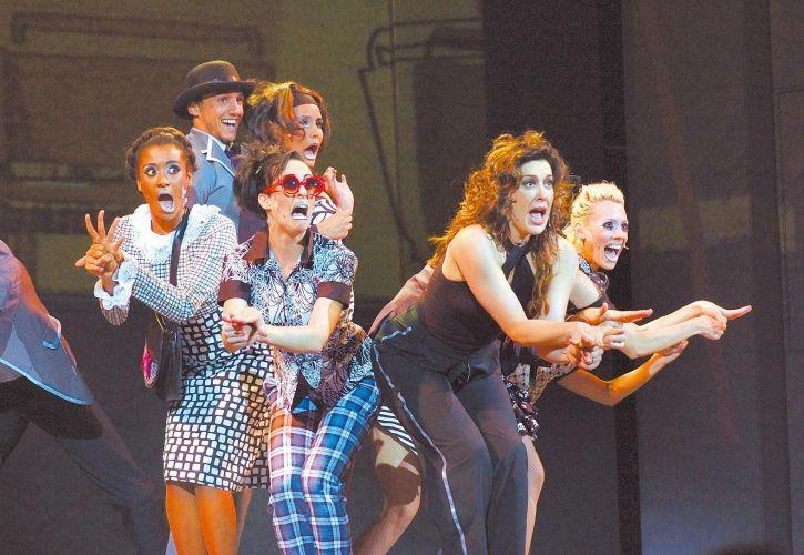 Claudia Raia em cena do musical