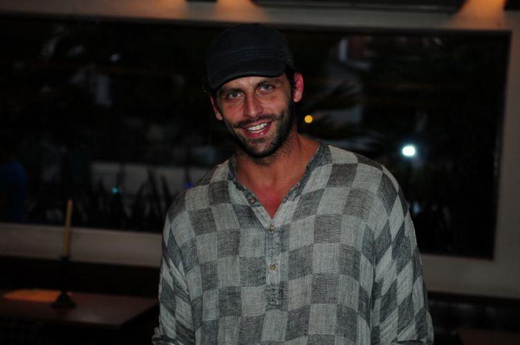 Henri Castelli vai ao bar que reuniu famosos em uma festa pré-show de Amy Winehouse em São Paulo, na noite de sábado (15/1/2011)