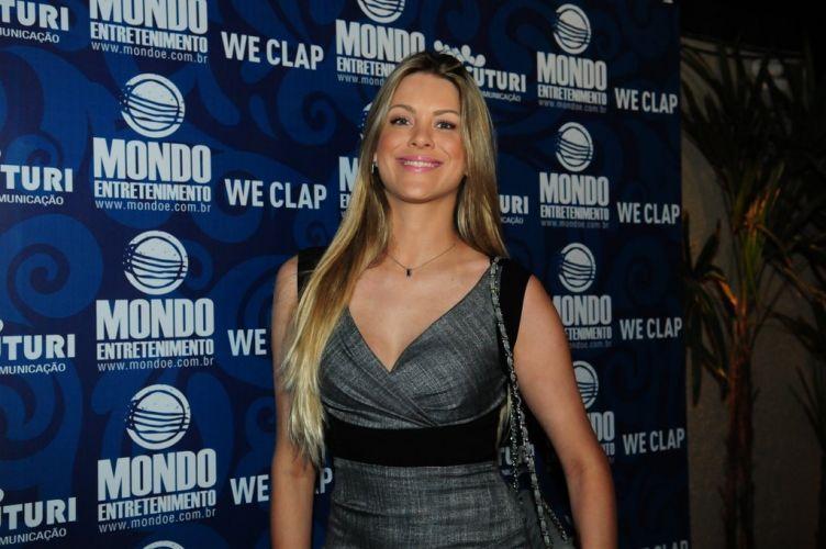 Renata Fan vai ao bar que reuniu famosos em uma festa pré-show de Amy Winehouse em São Paulo, na noite de sábado (15/1/2011)