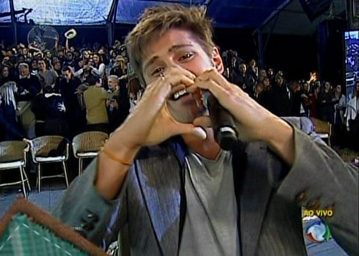 O ator e cantor Dado Dolabella agradece aos fãs que votaram para que ele vencesse a primeira edição de
