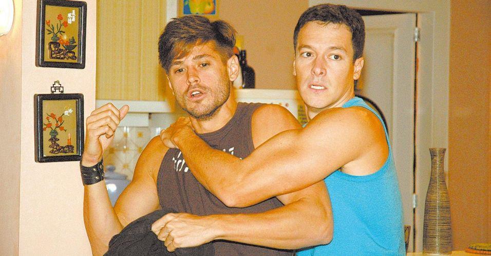 Dado Dolabella (esq.) e Rodrigo Faro durante as gravações da novela