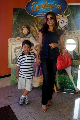 Nívea Stellamnn leva o filho Miguel à pré-estreia da animação