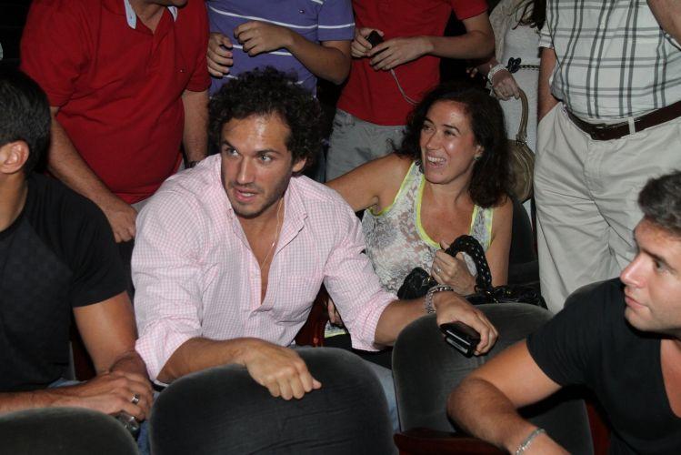 Paulo Rocha e Lilia Cabral assistem peça de teatro