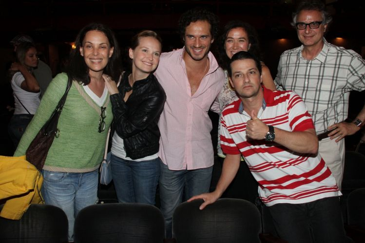Carolina Ferraz, Fernanda Rodrigues, Paulo Rocha, Lilia Cabral e Marcelo Serrado após sessão da peça