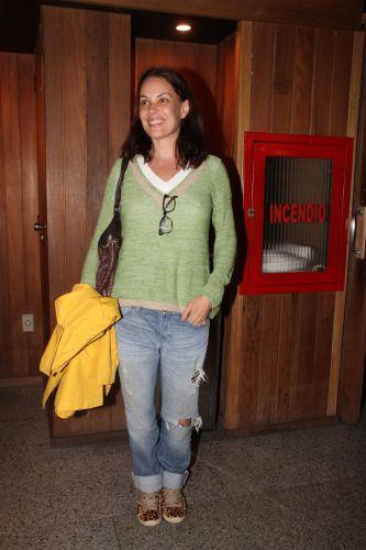 Carolina Ferraz foi assistir a peça