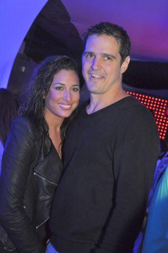 Gisele Itié vai com seu novo namorado, o empresário Rodrigo Gimenes, ao show da cantora Shakira, no Morumbi. A atriz terminou recentemente seu relacionamento com o ator Caio Junqueira (19/3/2011)