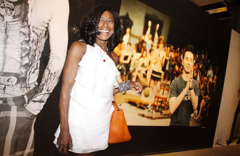 A apresentadora Glória Maria é fotografada nos corredores do Fashion Rio, no Pier Mauá, no Rio de Janeiro (12/1/2011)