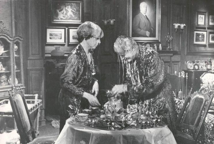 Fernanda Montenegro e Paulo Autran (1922-2007) jogam comida um no outro na novela