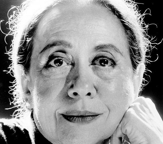 Fernanda Montenegro é o nome artístico de Arlette Pinheiro Esteves da Silva. Fernanda nasceu em 16 de outubro de 1929, no Rio de Janeiro