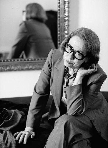 Aos 80 anos, Fernanda Montenegro é respeitada por seu trabalho no teatro, televisão e no cinema (4/12/2000)