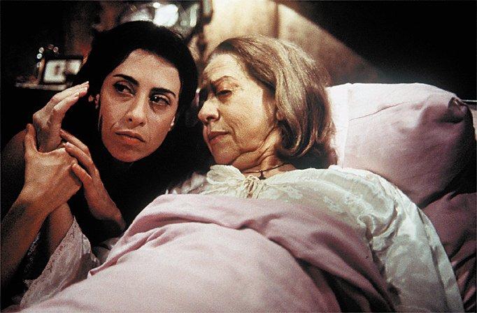 Fernanda Torres e Fernanda Montenegro durante cena do filme