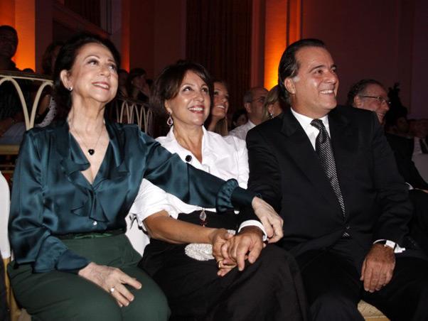 Fernanda Montenegro, Lidiane e Tony Ramos assistem à premiação