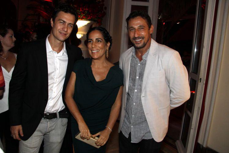 Gabriel Braga Nunes, Glória Pires e Tuca Andrada confraternizam durante a festa em comemoração ao lançamento da novela