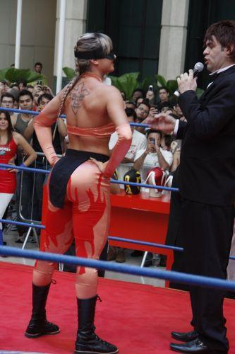 Juju Salimeni é apresentada antes da luta que aconteceu neste sábado em São Paulo (20/10/2011)