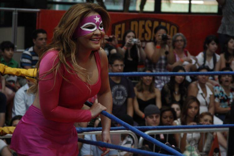 Geisy enfrenta Juju Salimeni em ringue montado em shopping de São Paulo (29/10/2011)